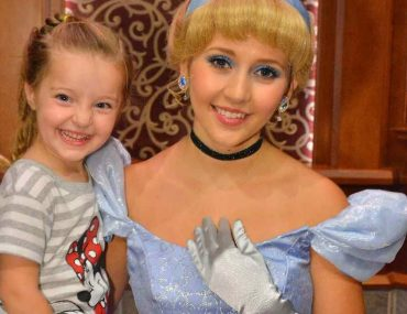 9 Things I Wish I'd Known Before Going to Disneyland the First Time--great tips to help will you plan your vacation more thoroughly!
