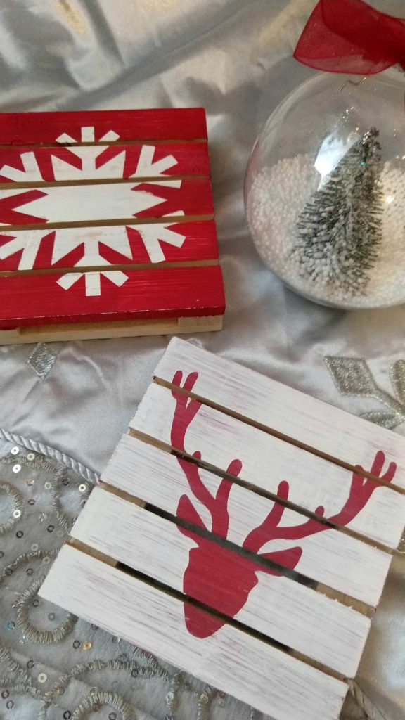 I love these cute mini pallet board signs! You could make these for so many different seasons and holidays, to give away as gifts or use as part of decor.