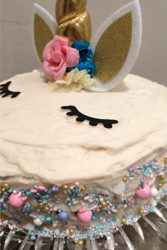 A sweet and simple unicorn themed birthday party. Ideas for food, decorations, games and a craft!