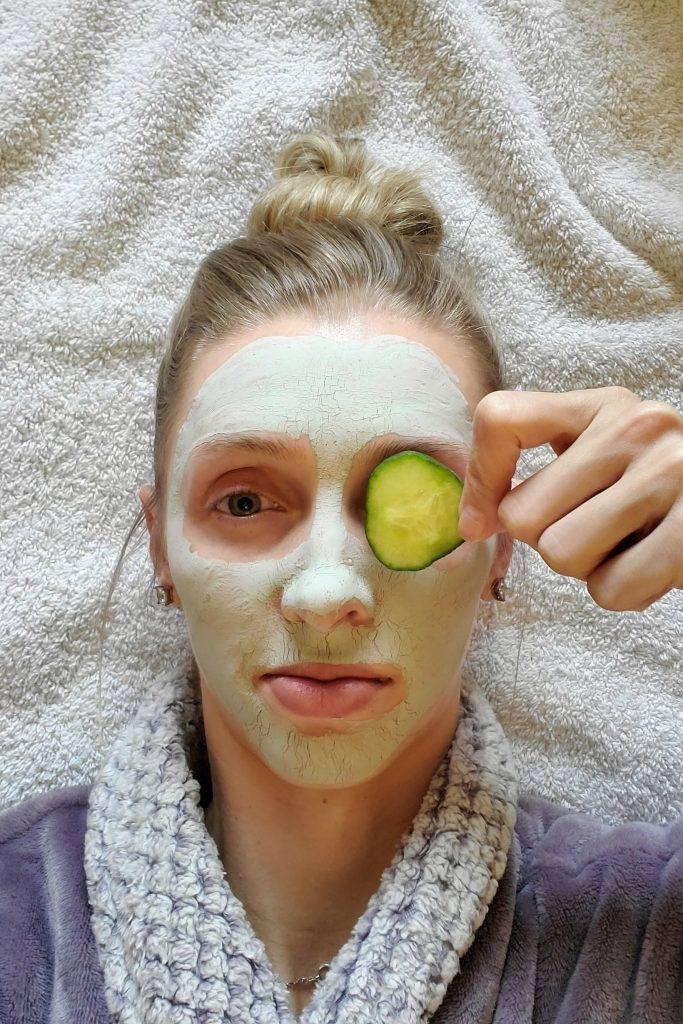 The benefits of French Green Clay are perfect for all skin types!  I'm sharing 3 of them with you today, as well as a recipe for a clay face mask.