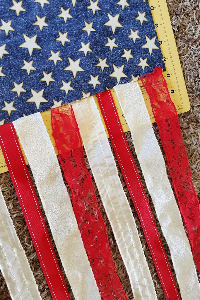 This hanging ribbon flag gives the perfect touch of patriotism to your 4th of July or Memorial Day decor.