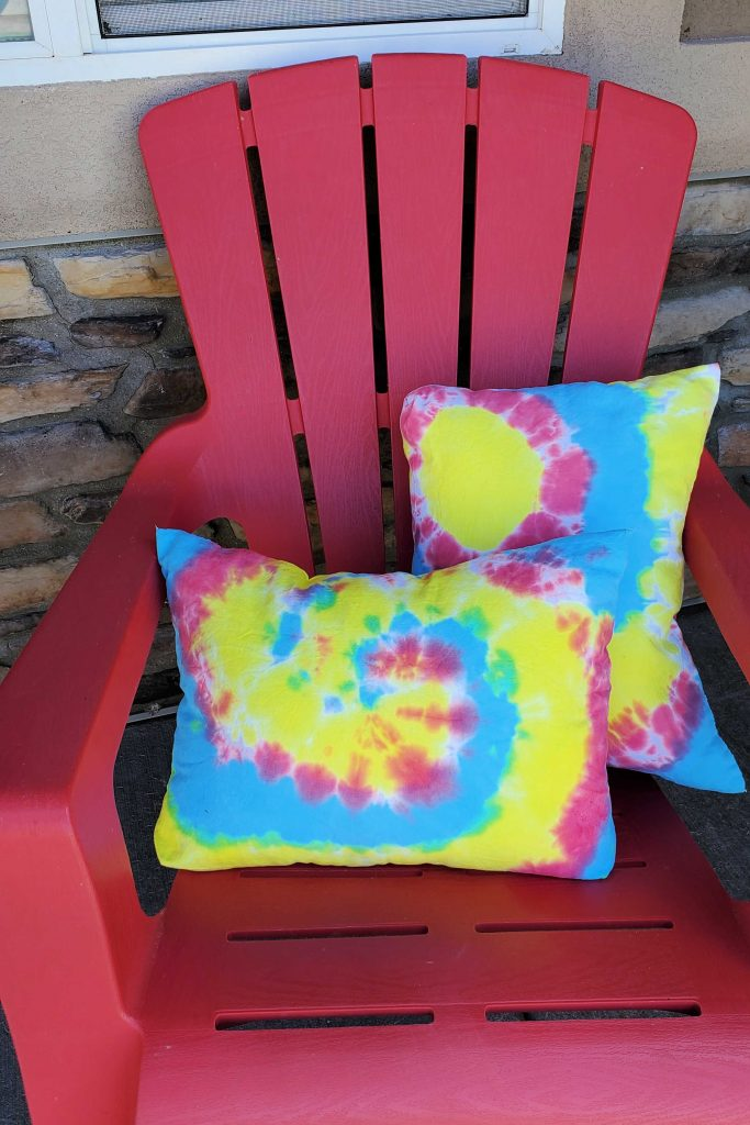 These DIY tie dye pillows made from a tote are perfect for your patio, front porch, couch or bed!  They add an element of fun without taking a lot of time or money to create. #fairfieldworld