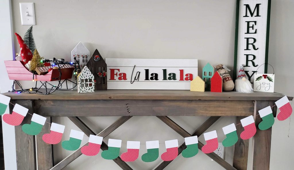 This Christmas stocking banner will make the perfect addition to your decorations this year! Use it as an advent, put it on a shirt, make a sign...